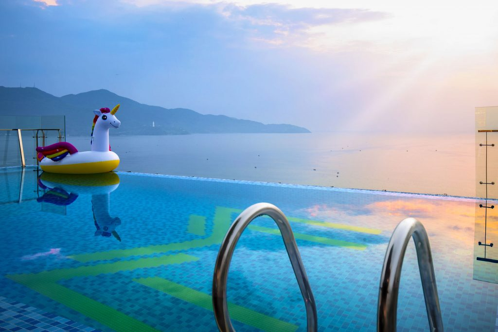 THE BEST HOTELS WHICH HAVE THE MOST GLORIOUS INFINITY POOL IN DANANG
